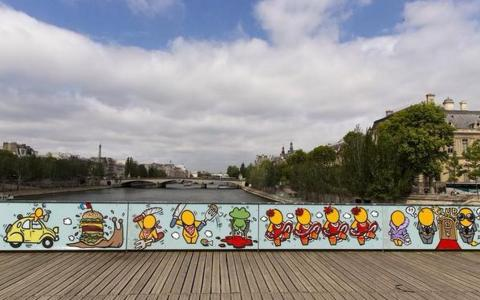 Street Art painting instead of the Cadenas D'amour at The Pont des Arts